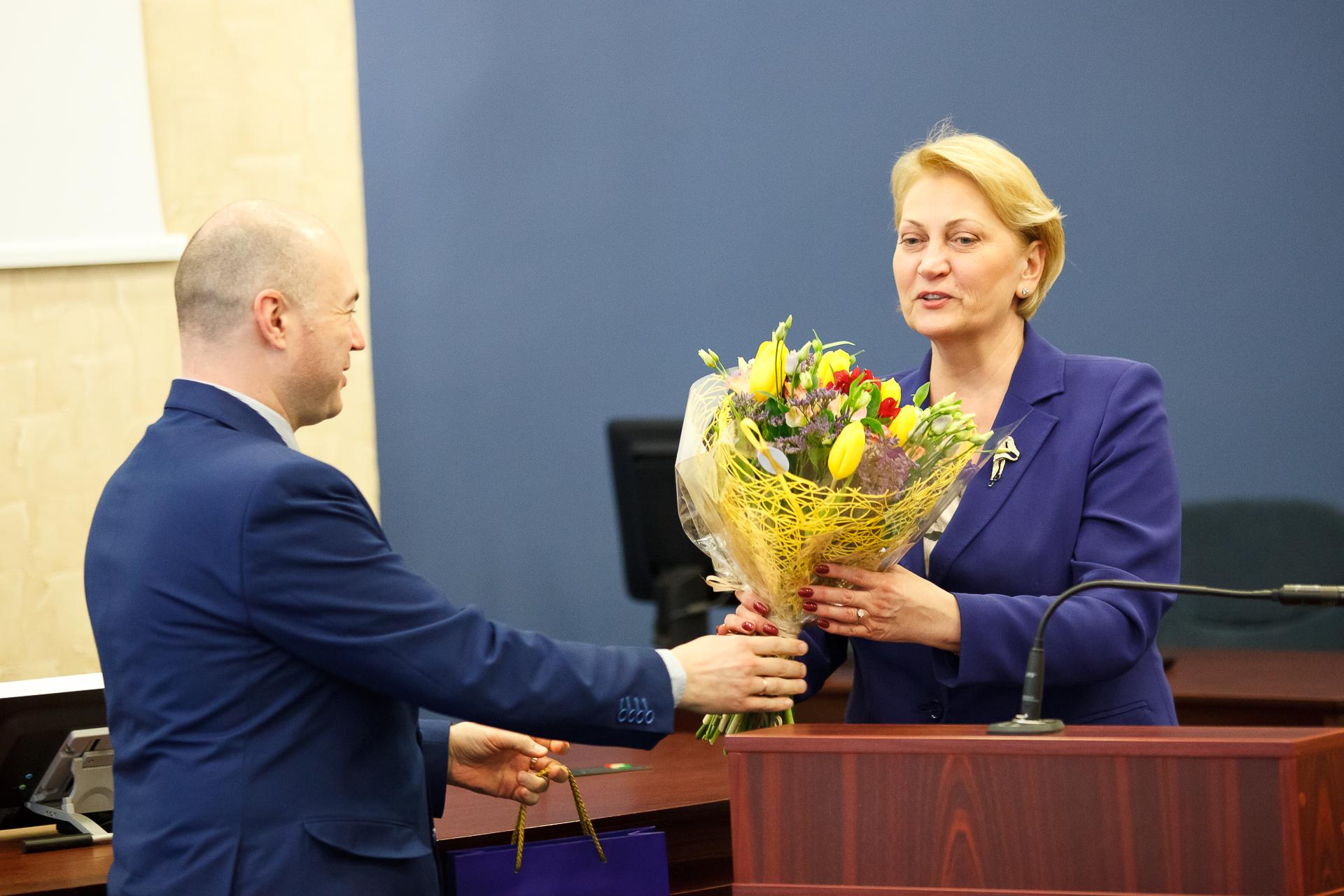 R. Budbergytė: valdininkai neturėtų užsidaryti kabinetuose